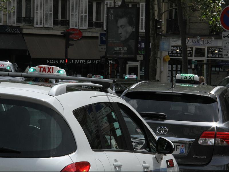 Artisans Taxis d'Evreux transport médical ou professionnel - Transfert aéroports , gares, hôpitaux